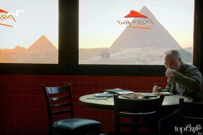 Красивые рестораны быстрого питания: Pizza Hut с видом на пирамиды