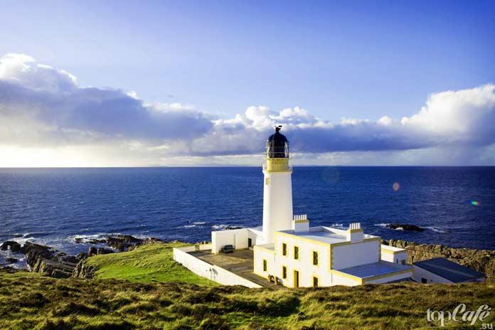 Удивительно красивые маяки для ночевки: Rua Reidh Lighthouse