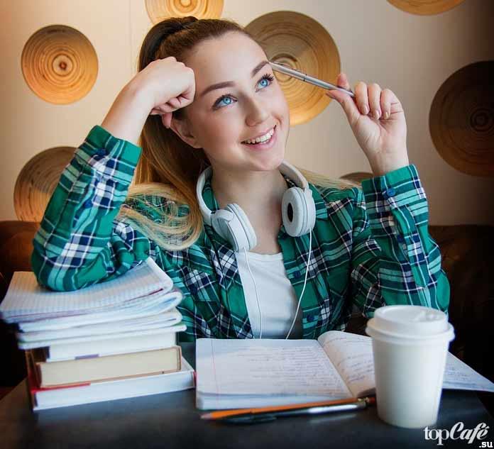 Девочка подросток в кафе. CC0
