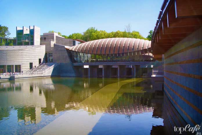 Crystal Bridges. CC0