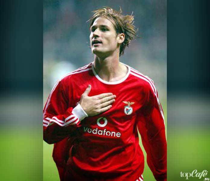 Известные футболисты, которые умерли во время матчей: Миклош Фехер